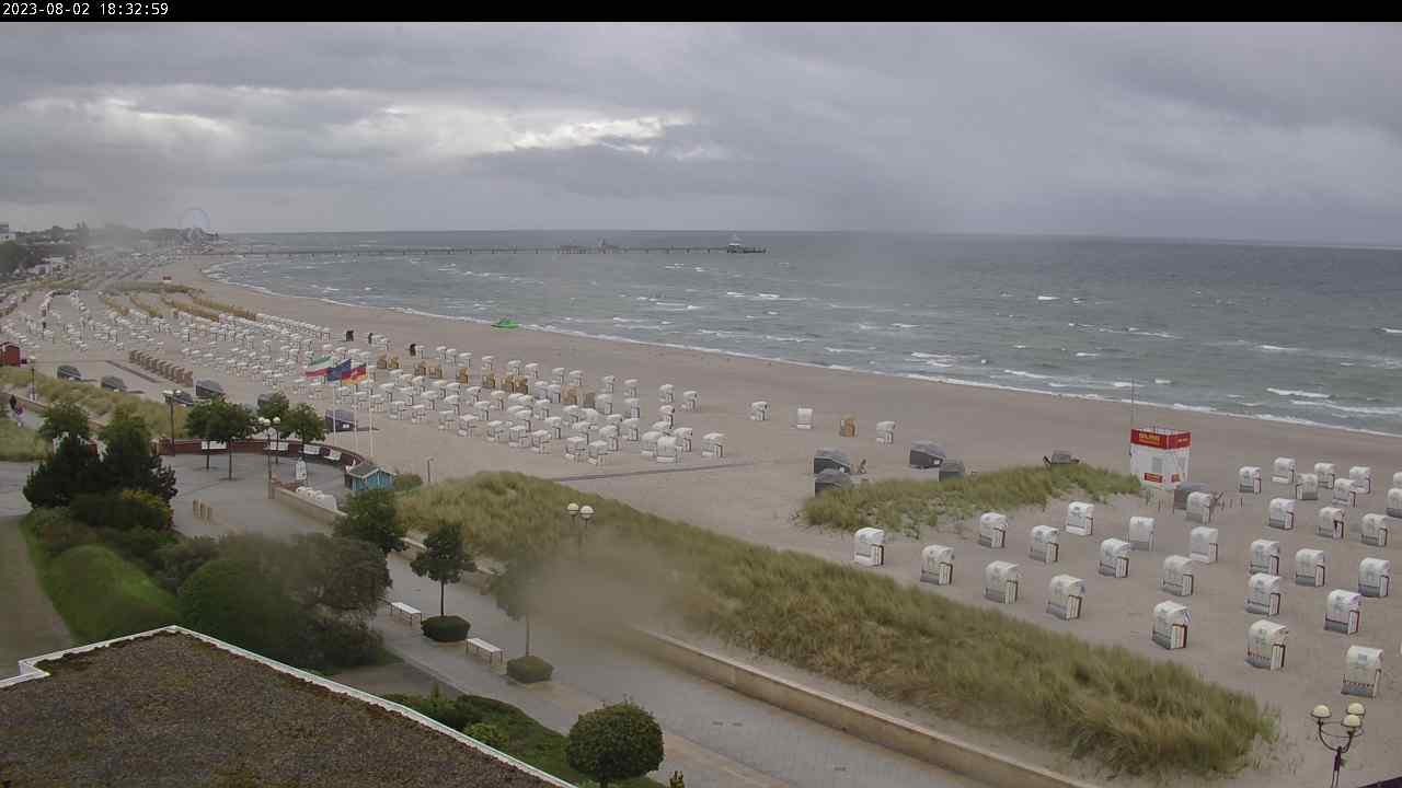 Grömitz » Blick vom Hotel Strandidyll auf den Strand von Grömitz und die Seebrücke